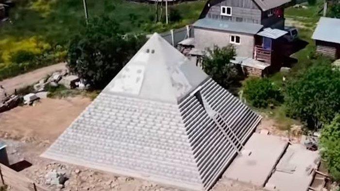 Bangun Piramida di Belakang Rumah, Pasutri di Rusia Ini Klaim Bisa Melindungi dari Virus Corona