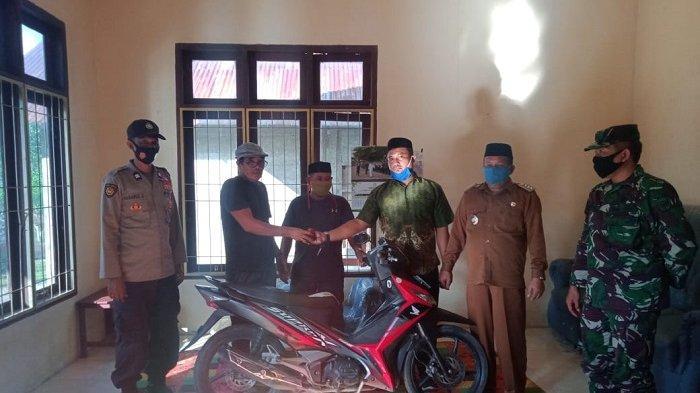Penyegelan Kantor Desa Cot Rambong Berakhir Damai, Keuchik Lama Kembalikan Stempel dan Sepeda Motor