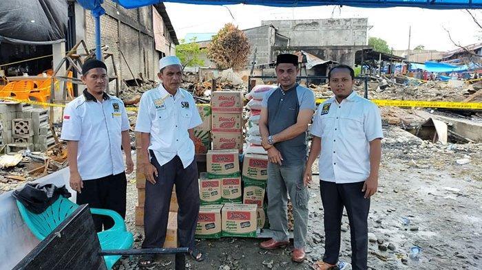 DPD PKS Aceh Selatan Bantu Sembako untuk Korban Kebakaran Kedai Rundeng