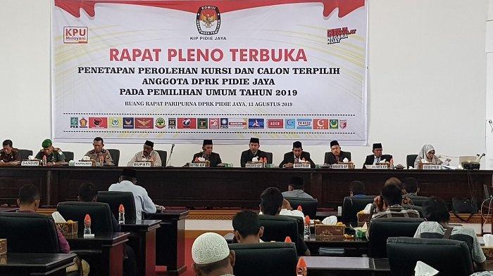KIP Pijay Tetapkan 25 Anggota DPRK Terpilih Periode 2019-2024