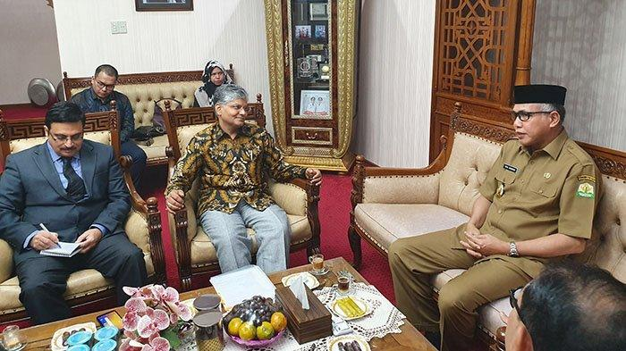 Disambut Plt Gubernur Aceh, Dubes India: Saya Bisa Berbahasa Indonesia Sedikit-sedikit