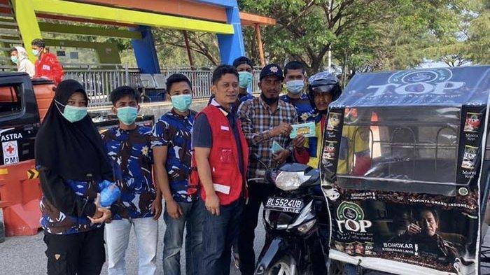 PMI Aceh dan DPD AMPI Lakukan Penyemprotan Disinfektan dan Bagi-bagi Masker di Banda Aceh