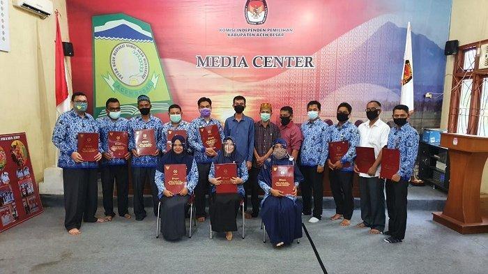 11 PNS Sekretariat KIP Aceh Besar Raih Tanda Kehormatan Satyalancana Karya Satya dari Presiden RI