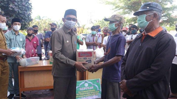 Baitul Mal Aceh Selatan Bagikan Paket Sembako kepada Mustahiq