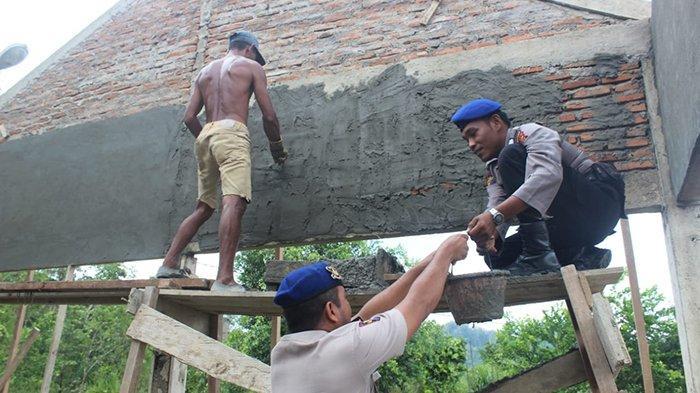 Polisi Perairan Polres Simeulue Bantu Bangun Rumah Warga