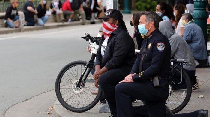 Aksi Polisi Berlutut Heboh, Demo Kematian George Floyd Meluas di Amerika Serikat