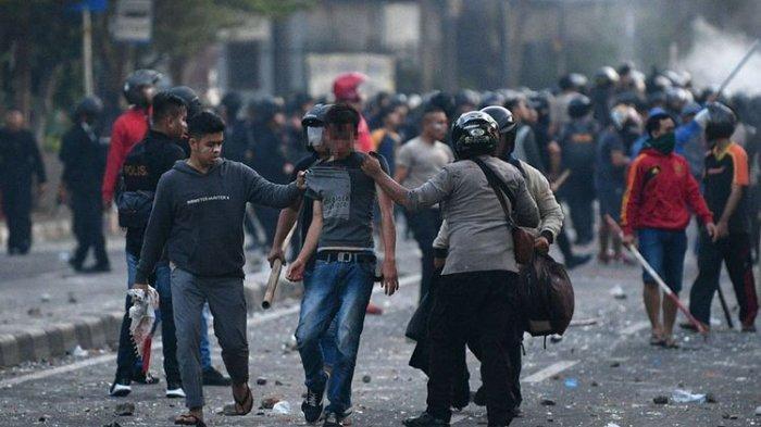 Kerusuhan 22 Mei, Mungkinkah Kelompok Perusuh Menyamar Menjadi Polisi?
