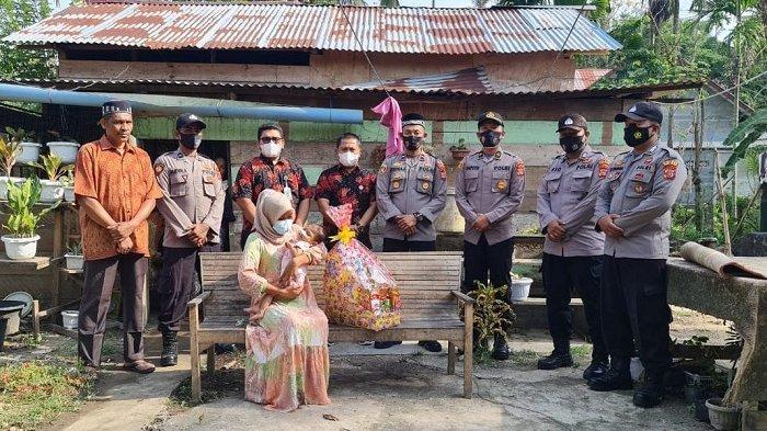 Peduli Bayi Penderita Gizi Buruk, Personel Polsek Tanah Luas Galang Dana