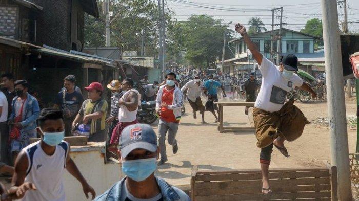 Polisi Myanmar Tembaki Demonstran, Tiga Jurnalis Ditahan