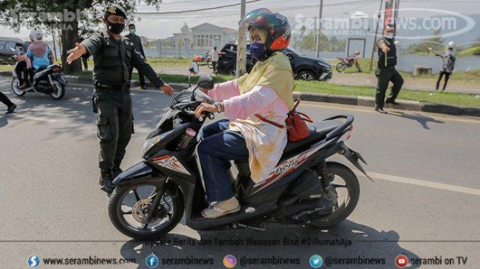 FOTO - Puluhan Pengendara Terjaring Razia Busana Muslim dan Protokol Kesehatan di Lampeuneuruet - polisi-wilayathul-hisbah-wh-8.jpg