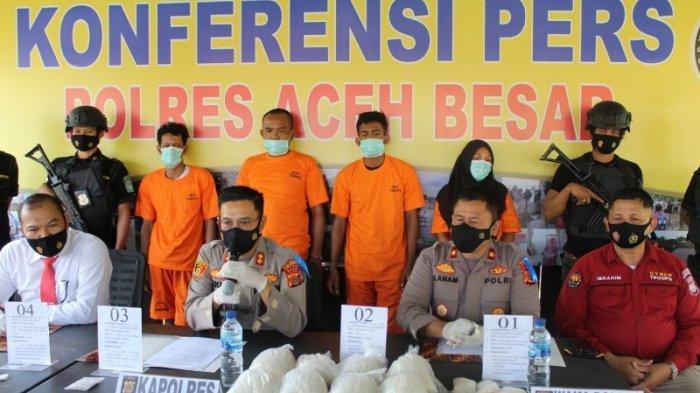 Polres Aceh Besar Tangkap 4 Pengedar Sabu, 1 Perempuan, BB Sabu & Senpi Diamankan, 1 Lagi Wanita DPO