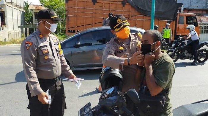 Cegah Penyebaran Virus Corona, Polres Aceh Timur Bagikan Masker Kepada Pengguna Jalan