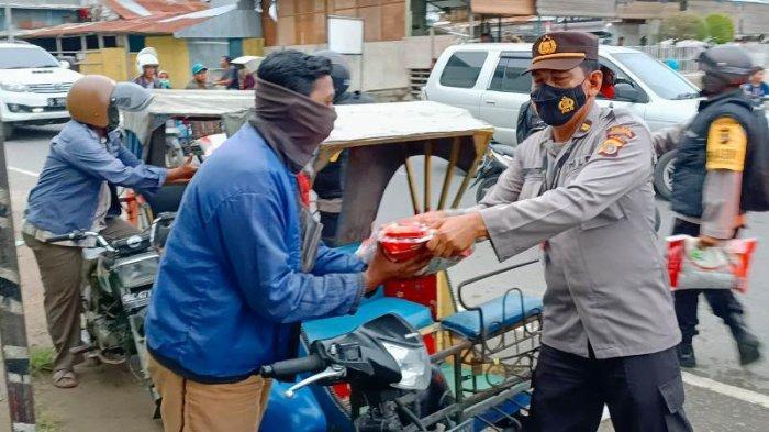 HUT Ke-76 RI, Polres Lhokseumawe Salur Sembako untuk Tukang Becak Hingga Tukang Parkir