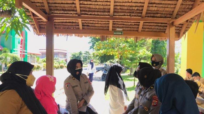 Polwan Itwasda Polda Aceh Serahkan Bantuan Untuk Anak Korban Pemerkosaan