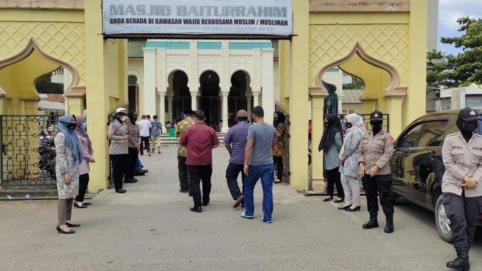 Memberikan Rasa Nyaman untuk Jamaah Shalat Jumat, Polwan Polresta Disiagakan di Kawasan Masjid