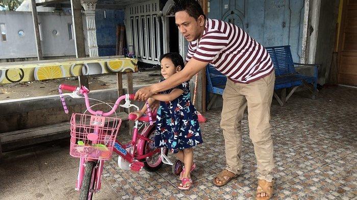 Dewi Perssik belikan sepeda untuk anak sulung Pon Citra