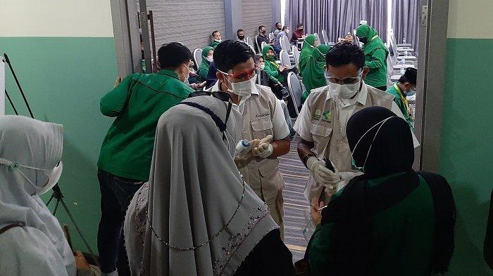 Terapkan Protkes, Peserta Muswil PPP Aceh Dicek Suhu dan Cuci Tangan Pakai Hand Sanitizer