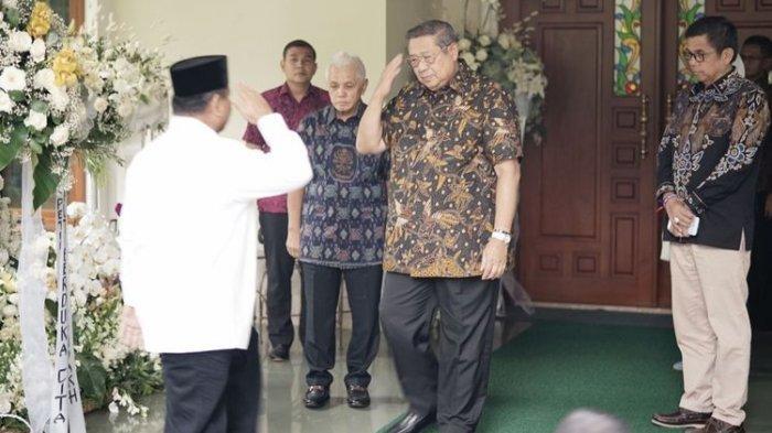 SBY Sambut Prabowo Saat Melayat ke Kediamannya di Cikeas
