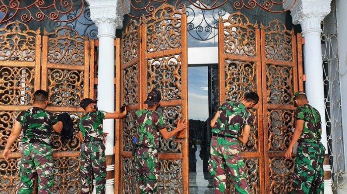 Pengabdian Ratusan Prajurit Kodam IM, Bersihkan Masjid Raya Baiturrahman dan Shalat Zuhur Berjamaah