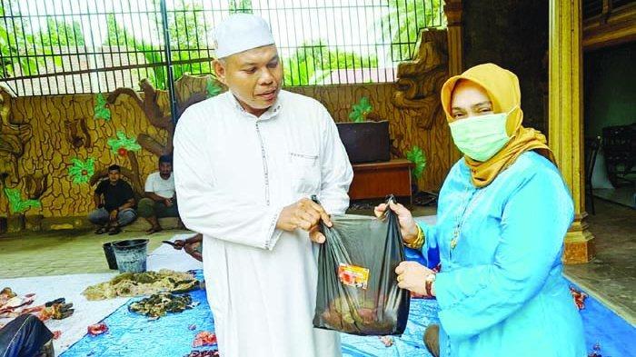 Sapi Kurban dari Srikandi Cut Nyak Cahaya Jeumpa untuk Pesantren dan Rakyat Aceh