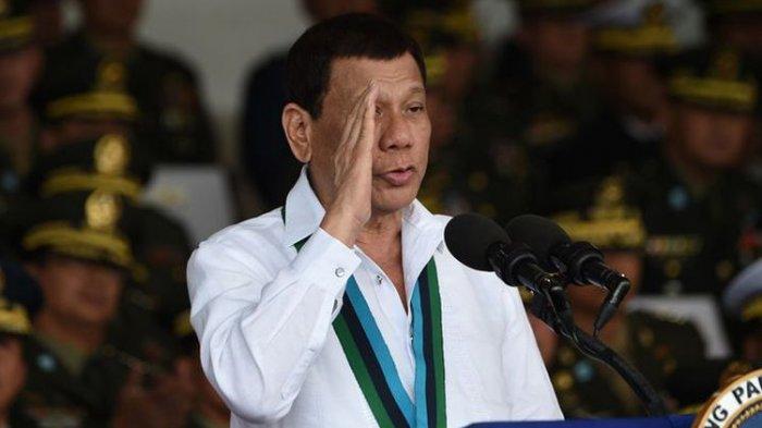 presiden-filipina-rodrigo-duterte-memberi-hormat-usai-pidato_20180211_102550.jpg