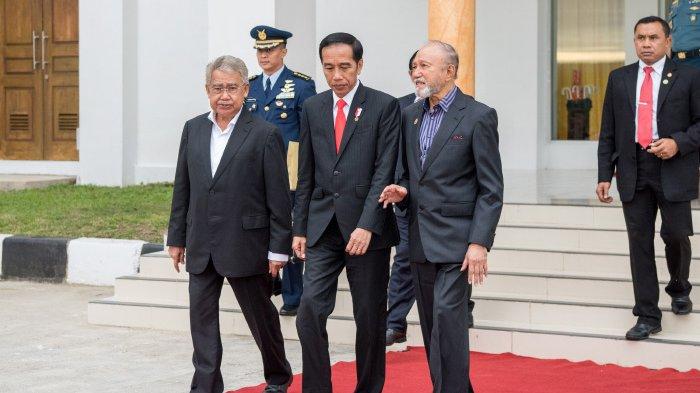 Kembali Transit di Aceh, Jokowi Cicipi Sate Matang