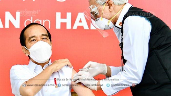 FOTO - Berkemeja Putih Lengan Pendek, Presiden Jokowi Disuntik Vaksin di Teras Istana Merdeka - presiden-joko-widodo-disuntik-dosis-pertama-vaksin-covid-19.jpg