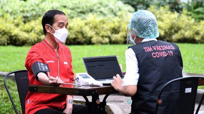FOTO - Presiden Joko Widodo Terima Suntikan Dosis Kedua Vaksin Sinovac Covid-19 - presiden-joko-widodo-melakukan-pengecekan-kesehatan.jpg