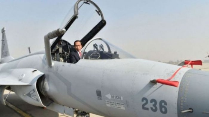 Sebelum Terbang ke Bangladesh, Jokowi Sempat Naik Kokpit Pesawat Tempur JF-17 di Pakistan