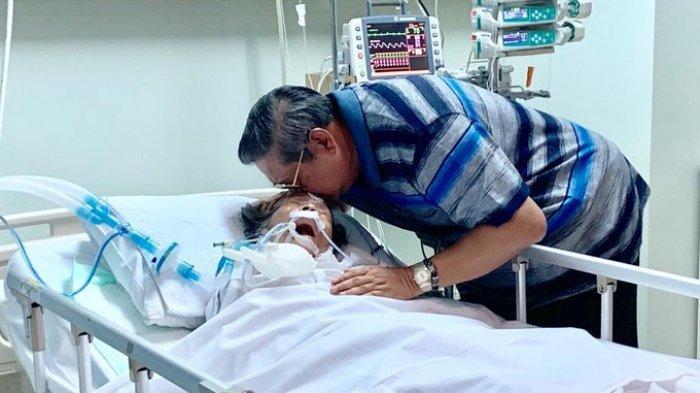 Ibunda Dirawat di Ruang ICU, SBY Mohon Doa Kesembuhan Siti Habibah dan Penyakitnya Diangkat Allah