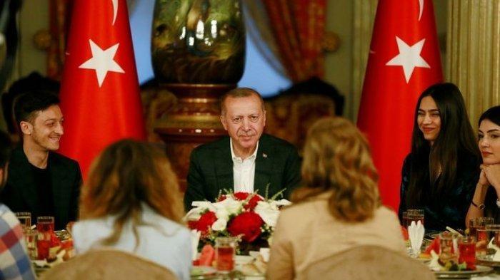 Ketika Mesut Oezil Buka Puasa Bersama dengan Presiden Erdogan