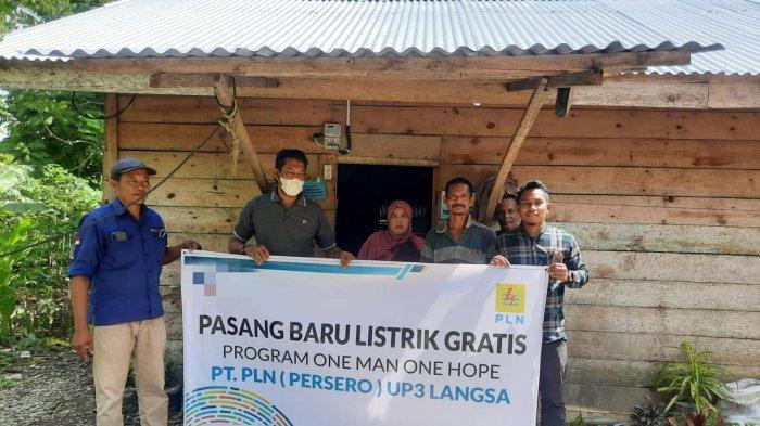 Melalui Program OMOH, PLN ULP Idi Bantu Listrik Gratis untuk 4 KK Kurang Mampu dan Masjid