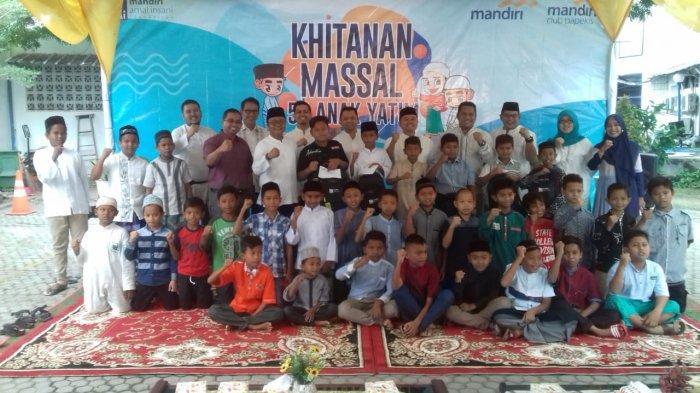 PT Bank Mandiri Area Banda Aceh Laksanakan Khitanan Massal 50 Anak Yatim dan Dhuafa
