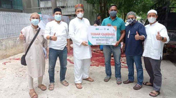 BSI Area Aceh Sembelih 14 Ekor Hewan Kurban