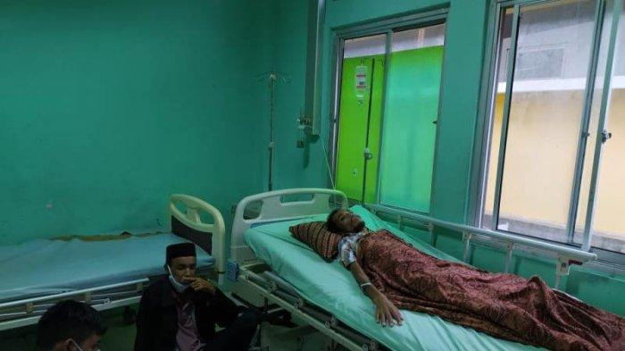 Pudin, Penderita Lumpuh Total Dijemput Pihak Puskesmas Pasi Mali Woyla Barat untuk Dirawat di RSUD