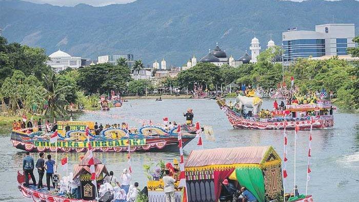 Perahu Hias Meriahkan Festival Krueng Aceh