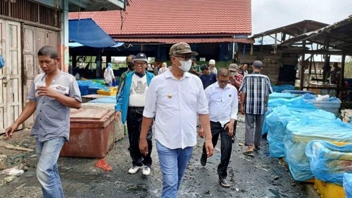 Wabup Pidie Bersama Ratusan Pedagang dan Warga Bersihkan Pasar Beureunuen
