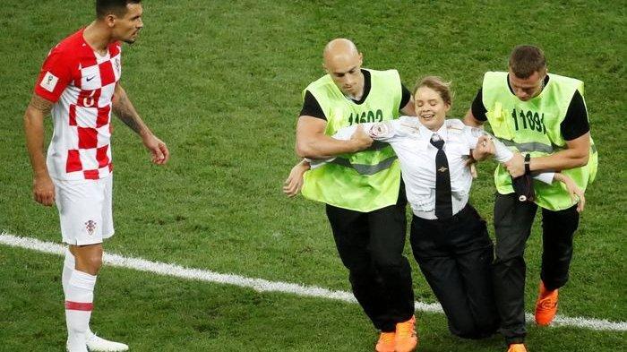 Pussy Riot yang Terobos Lapangan saat Final Piala Dunia Bukan Kelompok Punk Sembarangan