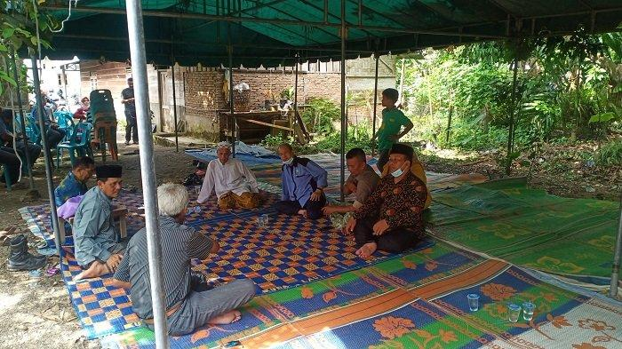 Sebut Putra Aceh yang Gugur Tertembak di Papua Syahid, Bupati Mursil Takziah ke Rumah Almarhum