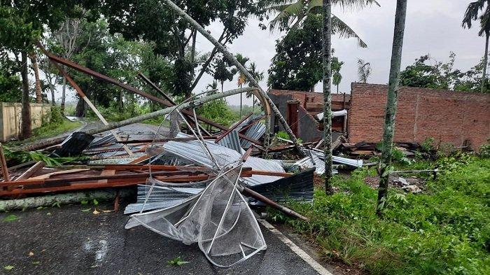 BREAKING NEWS - Aceh Tenggara Diterjang Puting Beliung, Puluhan Rumah Rusak