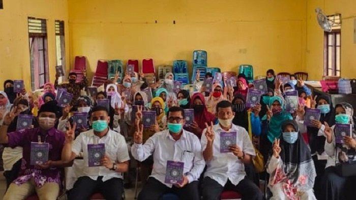 RVQ Indonesia Bagikan 1.000 Quran Nusantara Kepada Hafiz di Pidie Jaya