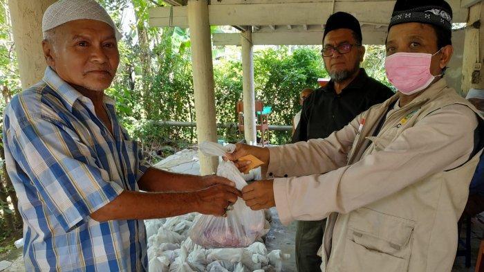 Dewan Dakwah AcehSalurkan DagingKurbanuntuk 440 Keluarga Kurang Mampu dan Mualaf