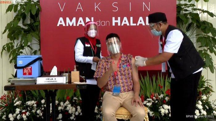 Divaksin Covid-19 Perdana Bareng Presiden Jokowi, Raffi Ahmad Acungkan Jempol Saat Disuntik