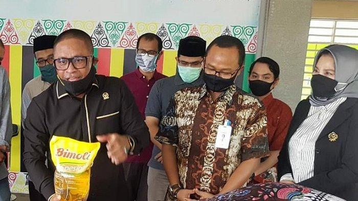 Rafli Salurkan 5000 Paket Sembako untuk Anak Yatim