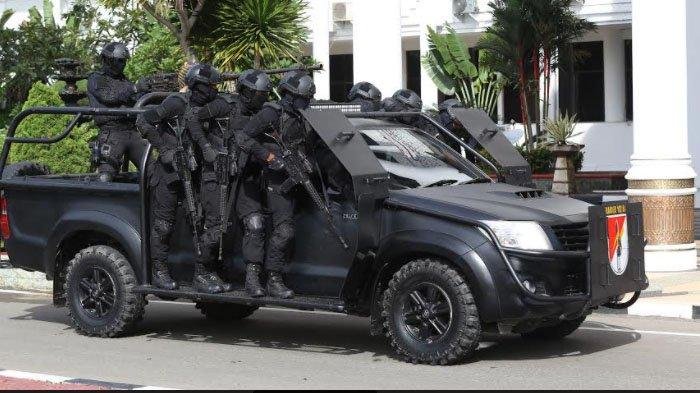 Latihan, Pasukan Raider Bebaskan Sandera di Kantor Gubernur Aceh, Anggota KKB Tewas