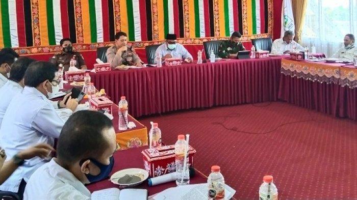 Bupati Aceh Singkil Instruksikan Disdik Awasi Pelajar yang Orang Tuannya Terpapar Covid-19
