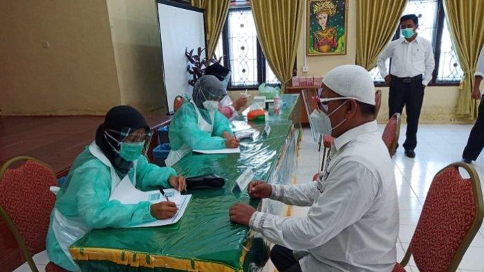 Puluhan Guru SD 67 dan SMP 19 Percontohan Banda Aceh Lakukan Rapid Test