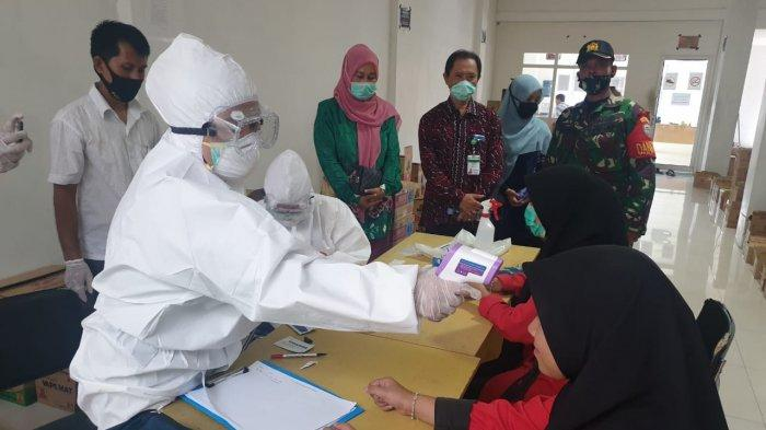 Dinkes Aceh Rapid Test Puluhan Petugas Swalayan di Abdya, Ini Hasilnya dan Sasaran Berikutnya