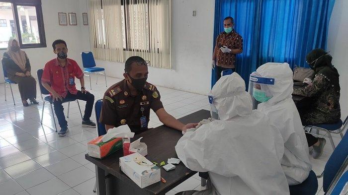 Jaksa dan Pegawai Kejari Aceh Besar Jalani Rapid Test, Ini Hasilnya