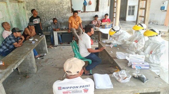 Dinkes Abdya Lakukan Rapid Test 10 Pekerja Bangunan Asal Sumut